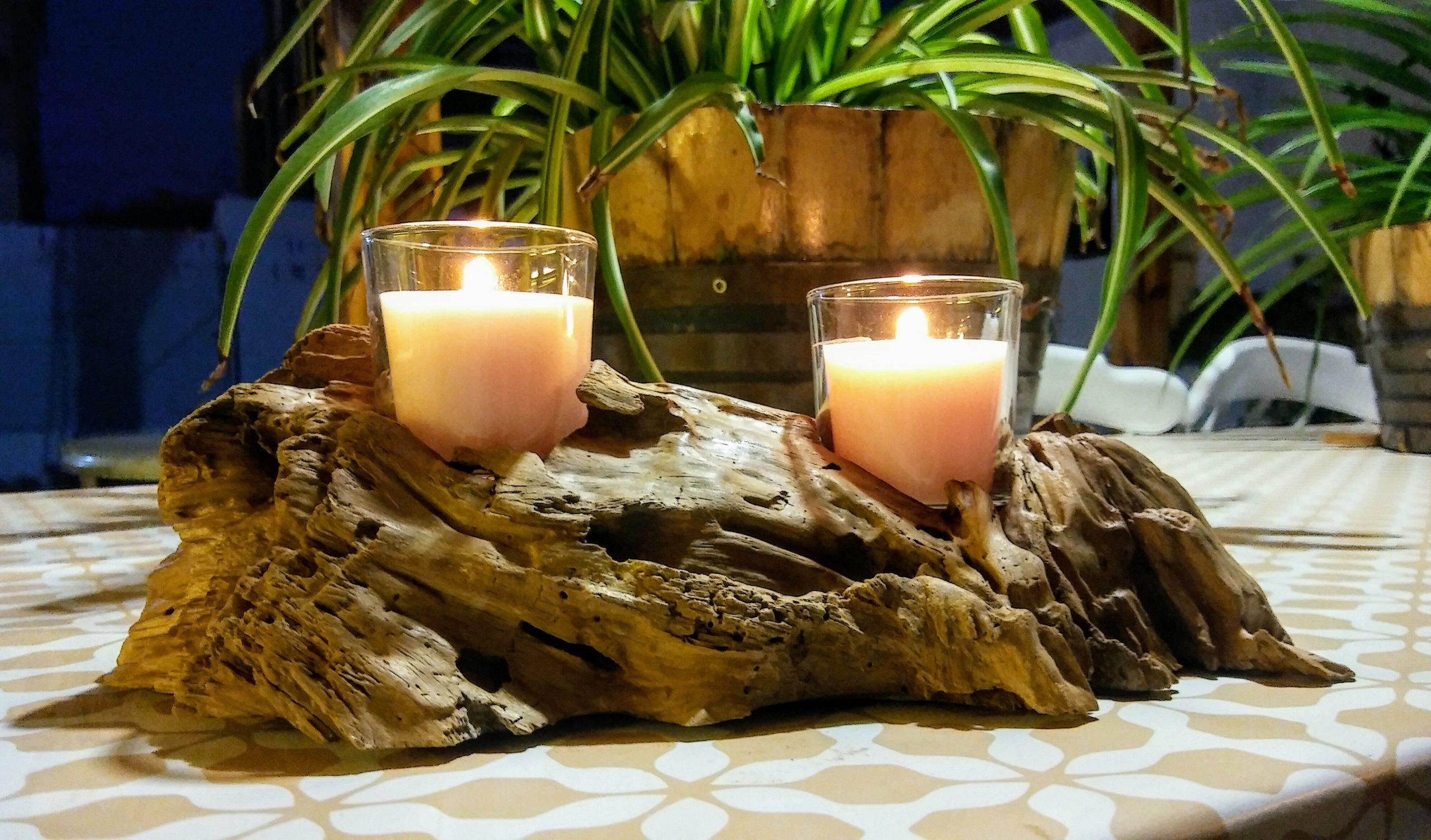 candelabro de madera flotante