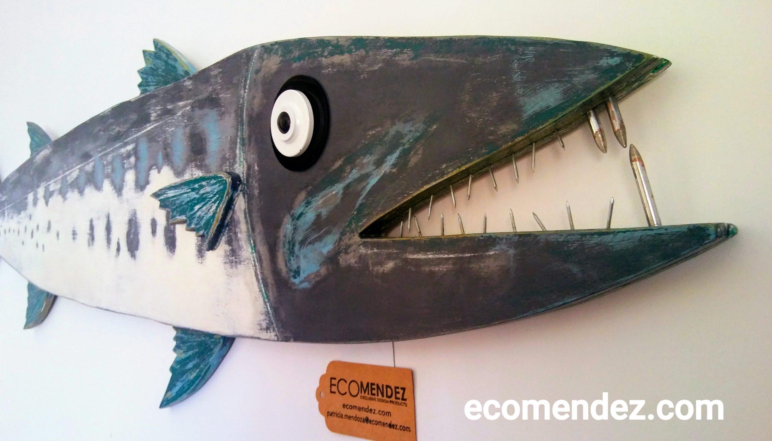 cuadro pez barracuda de madera y reciclados