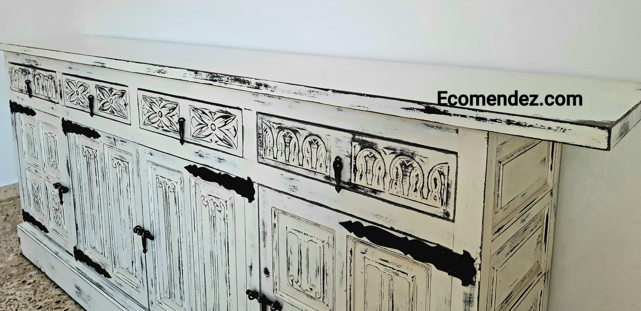 Mueble aparador con pintura a la tiza