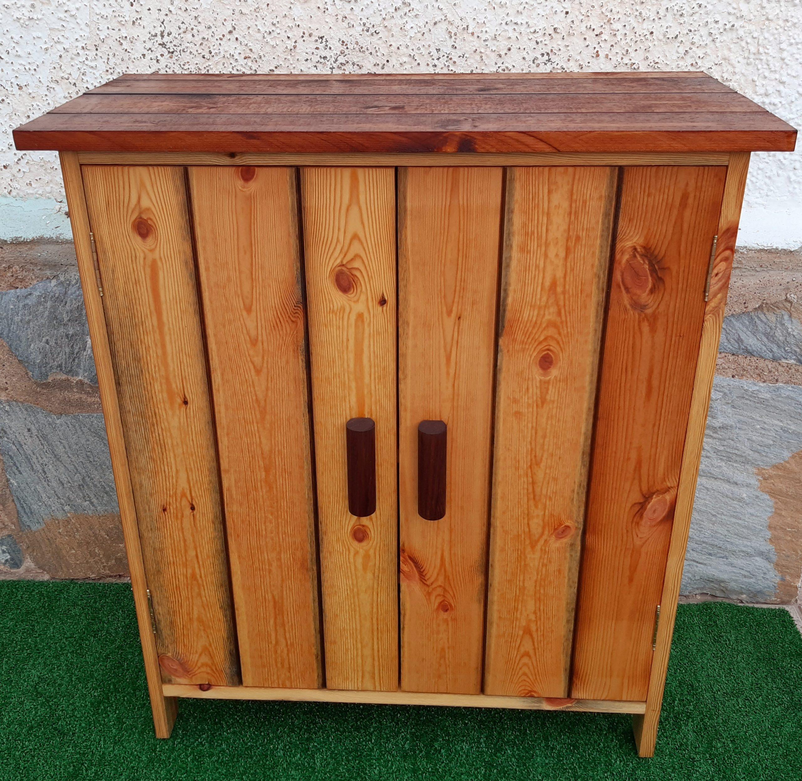 Zapatero de madera reciclada para exterior