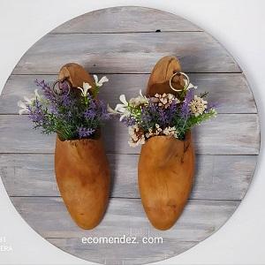 cuadro redondo con hormas de zapatos
